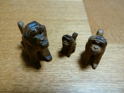 木彫りのレッサーパンダとお猿さん_f0255704_18285808.jpg