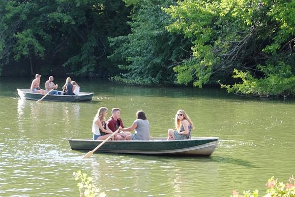 やっぱり水辺は癒されますね~セントラルパークのThe Lake周辺の様子_b0007805_22572247.jpg