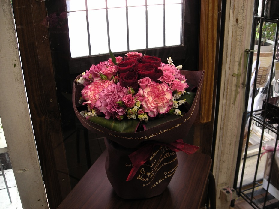 赤いばら、その2。画像は安彦園芸の赤ばら(Samurai)使用。_b0344880_18575587.jpg