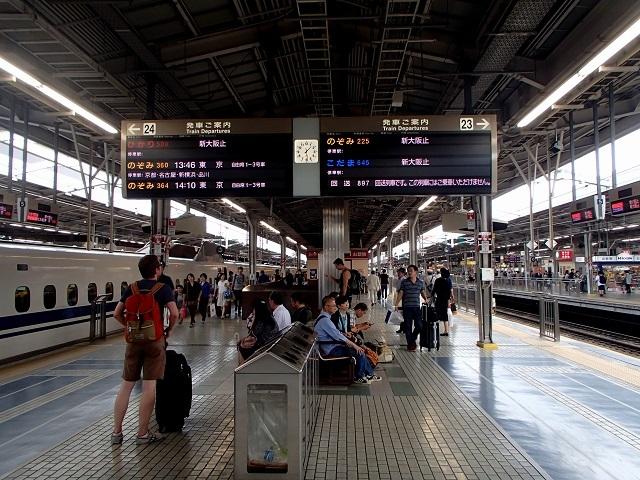 新幹線  (新大阪へ向う朝 編)_d0105967_19035721.jpg