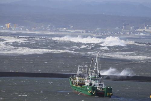 爆弾低気圧で大シケ波しぶき 10月3日_f0113639_1644145.jpg