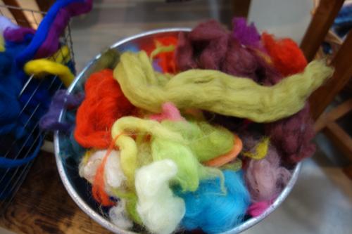 きょうの毛糸〜貴重!『糸』紡ぎ体験ワークショップ。気分は「眠れる森の美女」_a0017350_15275011.jpg