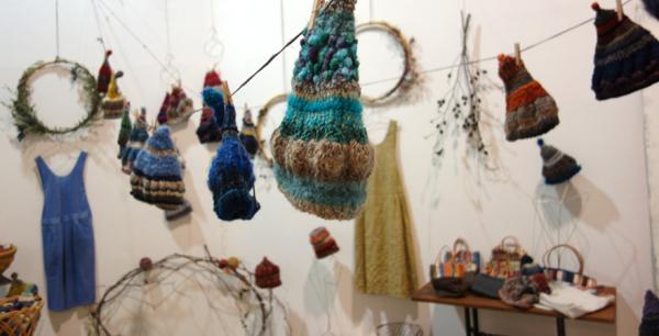 きょうの毛糸〜貴重!『糸』紡ぎ体験ワークショップ。気分は「眠れる森の美女」_a0017350_15275069.jpg