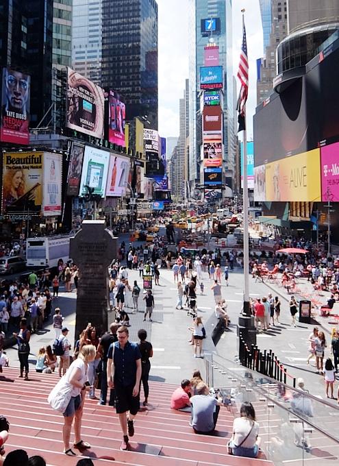 NY観光の中心地、タイムズ・スクエアの見所情報_b0007805_1031149.jpg
