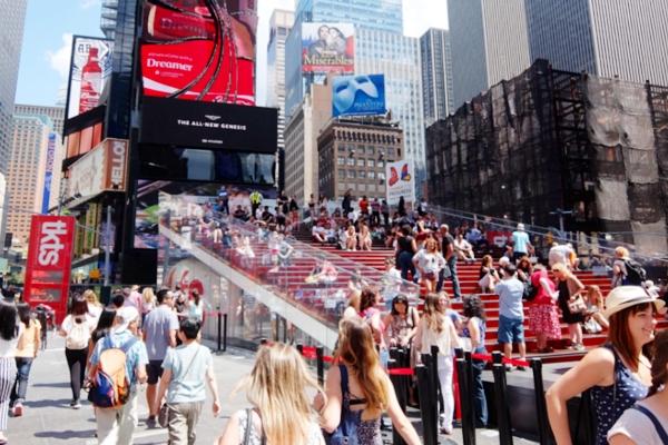 NY観光の中心地、タイムズ・スクエアの見所情報_b0007805_1041630.jpg