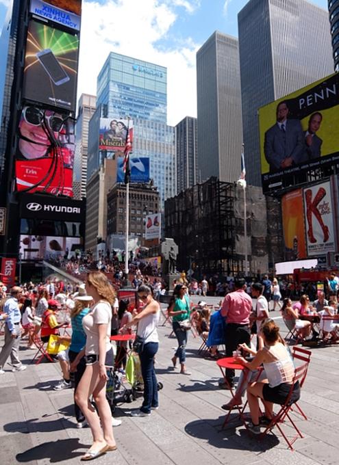 NY観光の中心地、タイムズ・スクエアの見所情報_b0007805_1061545.jpg
