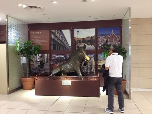 日本東西でフィレンツェのイノシシ_a0136671_2574936.jpg
