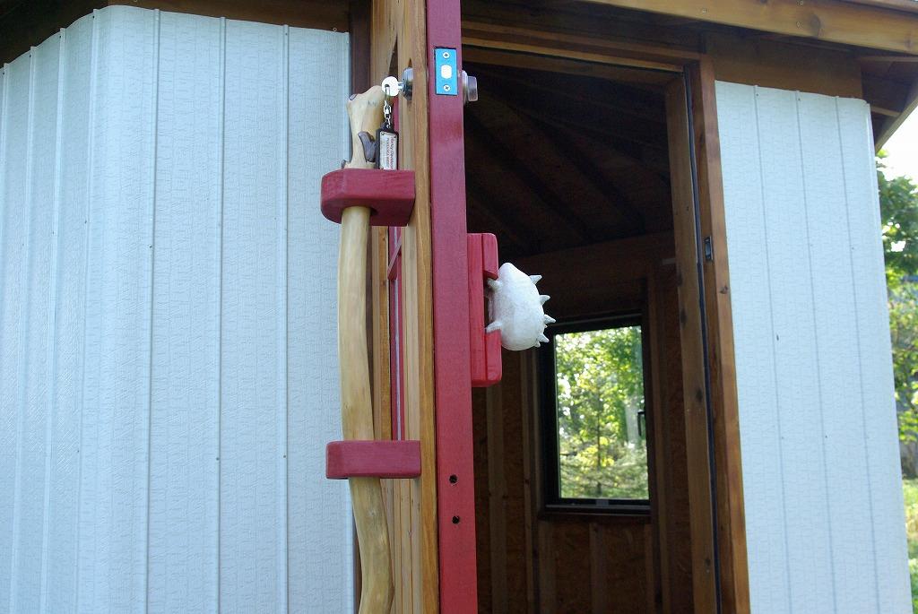 小屋作り・鍵穴と床の断熱材編_a0107184_254220.jpg