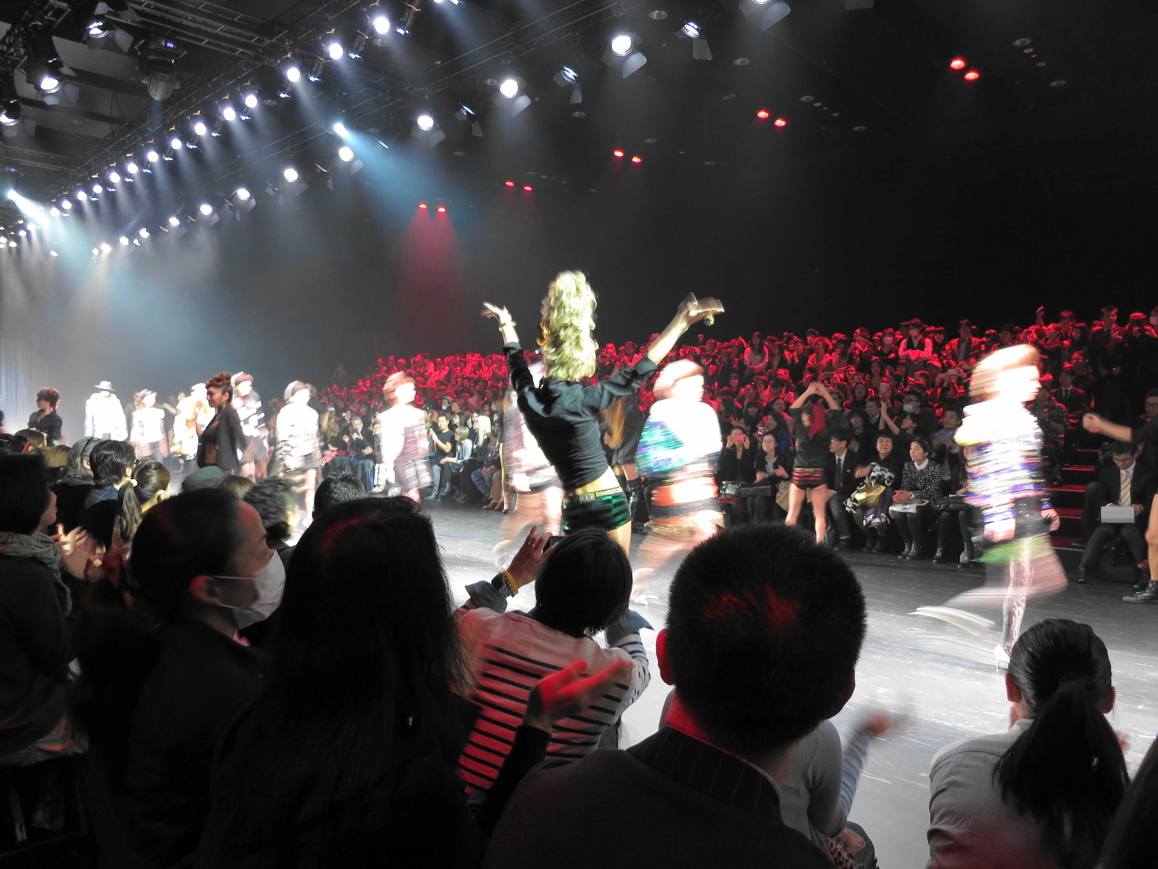 ヒカリエでファッションショー☆_d0339884_17512787.jpg