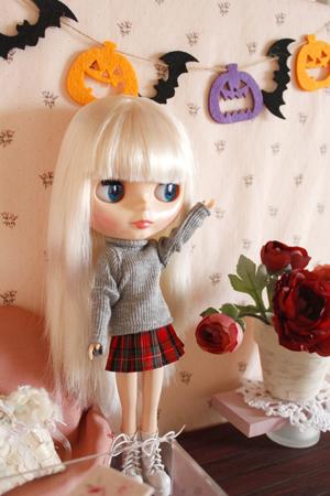ブライス用ドルハに秋色のお花を飾りました_a0275527_23515723.jpg