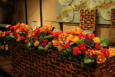 博多百年蔵 会場装花(赤茶系カッコ良く)_e0149863_1935548.jpg