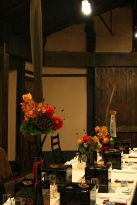 博多百年蔵 会場装花(赤茶系カッコ良く)_e0149863_194523.jpg