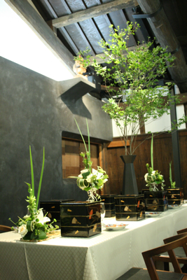 博多百年蔵 会場装花(白&グリーン)_e0149863_19482163.jpg
