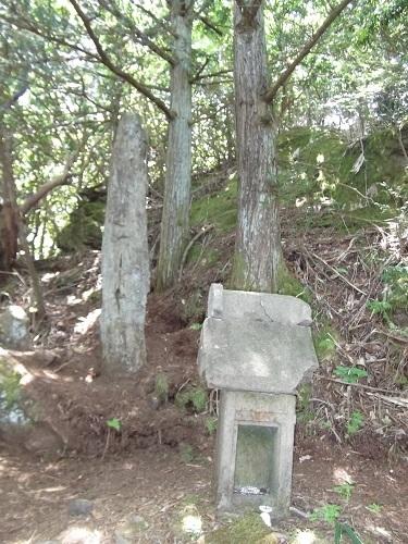 御岩神社3 頂上にある石2つ_a0064067_15112666.jpg