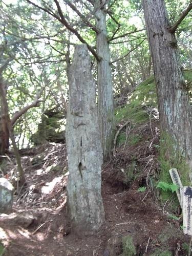 御岩神社3 頂上にある石2つ_a0064067_15113458.jpg