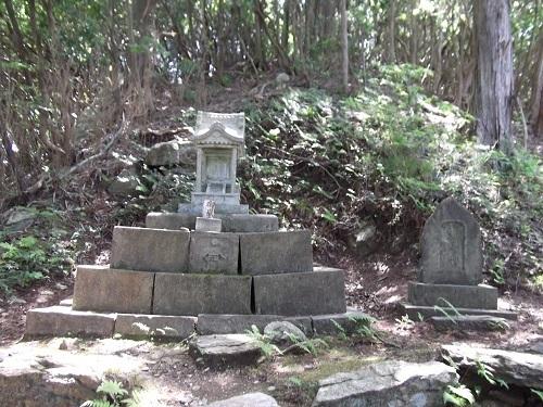 御岩神社3 頂上にある石2つ_a0064067_15115905.jpg