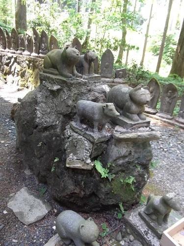 御岩神社1 御岩神社本殿へ_a0064067_15321172.jpg