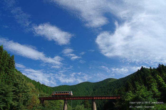 秋空と紅い鉄橋と_d0309612_23472326.jpg
