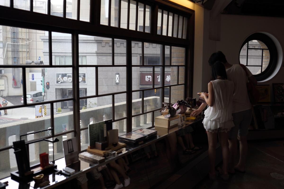 台南  林(ハヤシ)百貨店、リノベーションされた日本統治期のデパート_b0061717_2127412.jpg