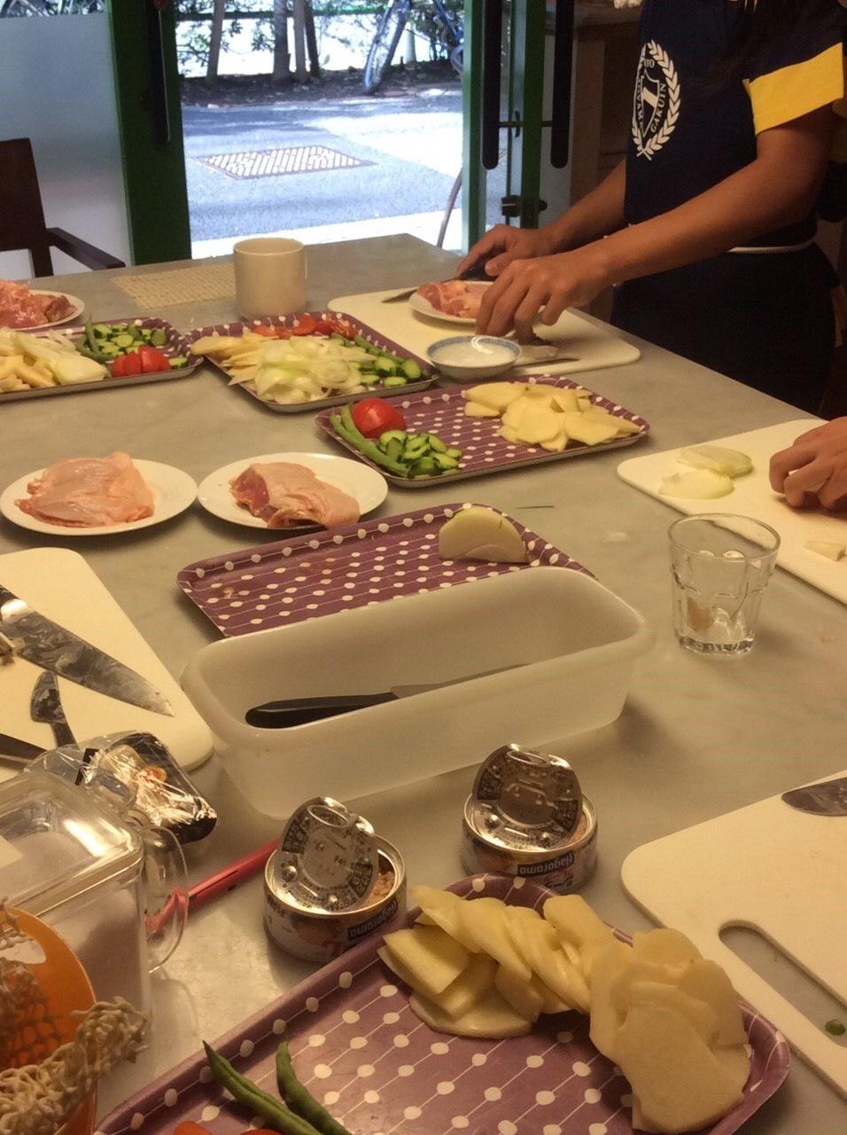 ハッピークッキング・・・フランス料理「鶏肉のグラタン、サラダニソワーズ」_f0141419_08545632.jpg
