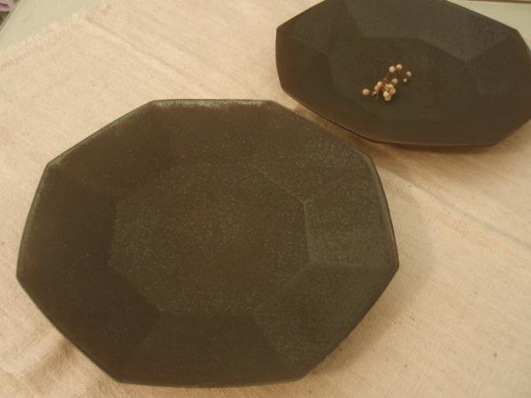 黒い皿_b0132442_15313132.jpg