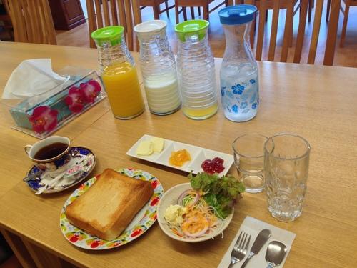 朝食は無料_b0167162_20435889.jpg