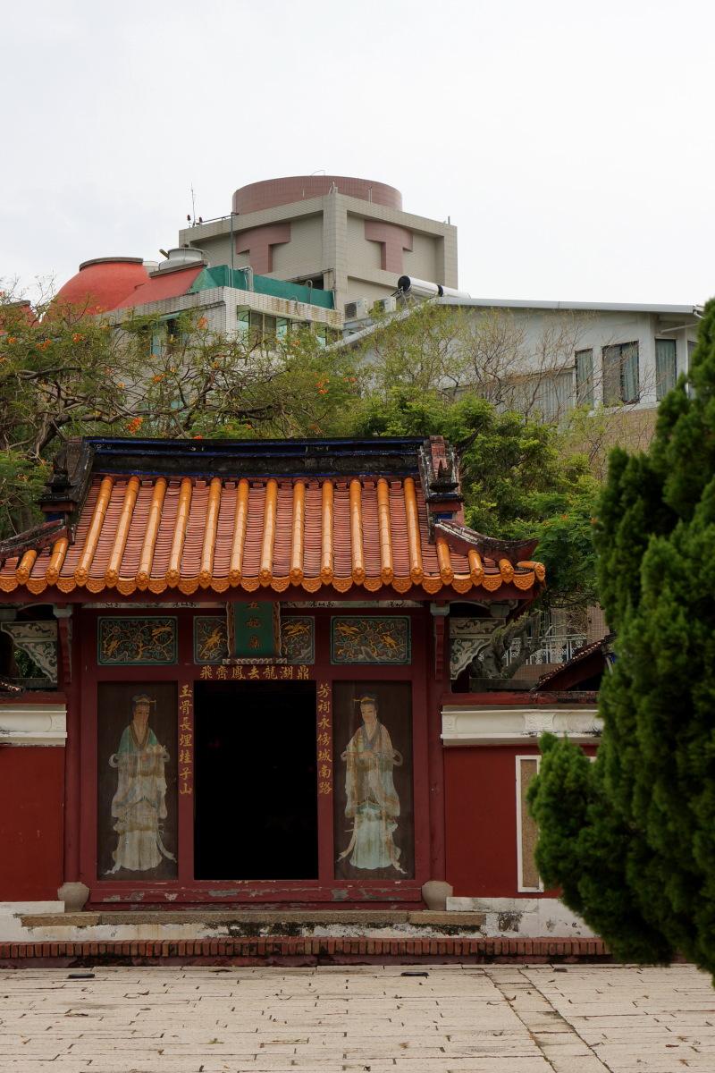 台南  五妃廟と日本統治時代の石碑_b0061717_2355335.jpg
