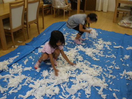 トイレットペーパーで紙粘土作り!_f0215199_1123829.jpg