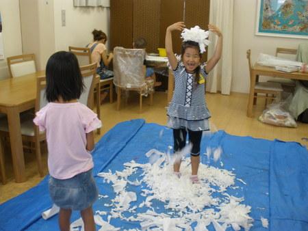 トイレットペーパーで紙粘土作り!_f0215199_1124949.jpg