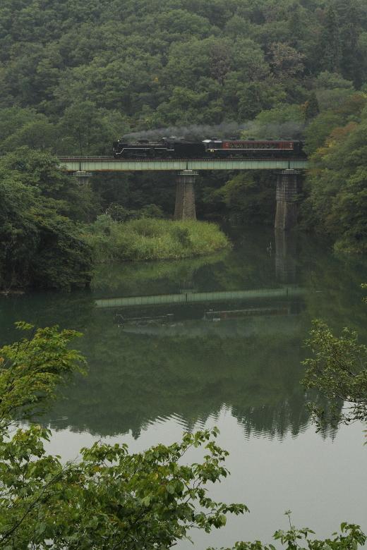 小さな鉄橋で水鏡 - 2015年秋・磐西 -  _b0190710_22551676.jpg