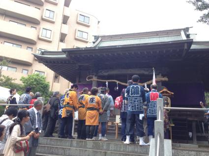 驚神社祭礼 牛込獅子舞_c0039145_13080150.jpg