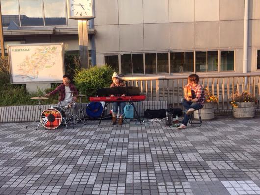 2015/10/14「川西能勢口駅前でストリートライブ」_e0242155_23392227.jpg