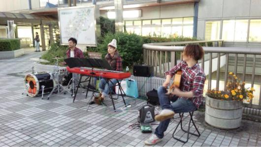 2015/10/14「川西能勢口駅前でストリートライブ」_e0242155_23392416.jpg