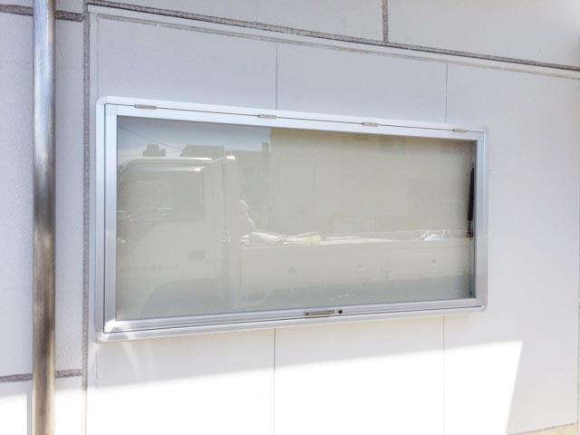 屋外掲示板 壁付型の設置_c0215194_20372487.jpg