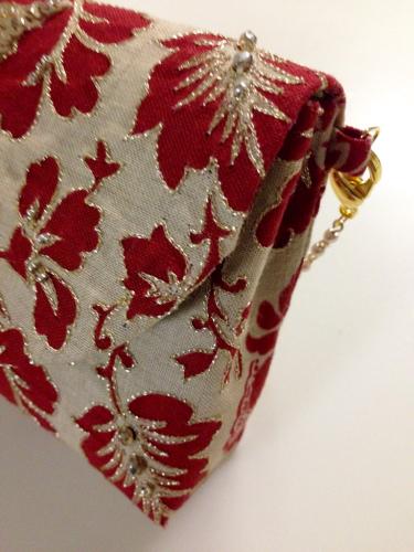 刺繍のポーチ_d0286255_23044273.jpg