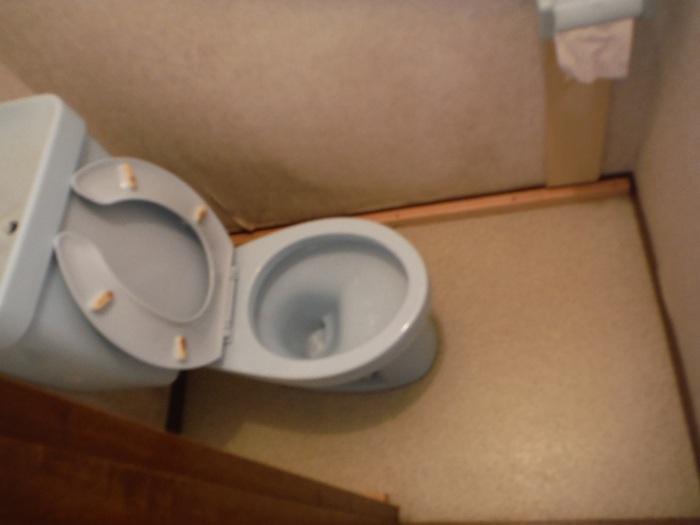 トイレ工事 ~ 床下換気口取付_d0165368_7282271.jpg