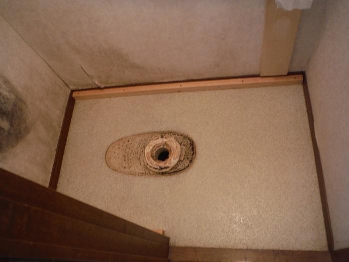 トイレ工事 ~ 床下換気口取付_d0165368_7284095.jpg