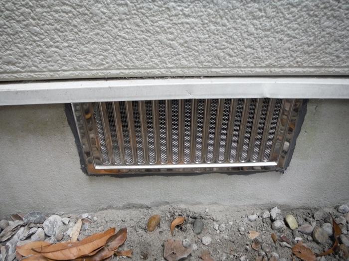 トイレ工事 ~ 床下換気口取付_d0165368_7291463.jpg