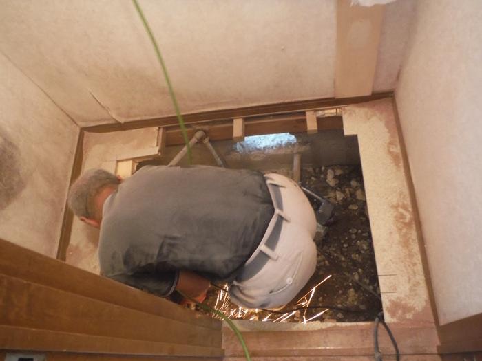 トイレ工事 ~ 床下換気口取付_d0165368_72926.jpg