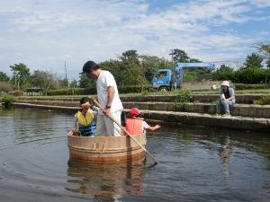 たらい舟に乗ってみよう in近江舞子内湖_e0008880_2228816.jpg
