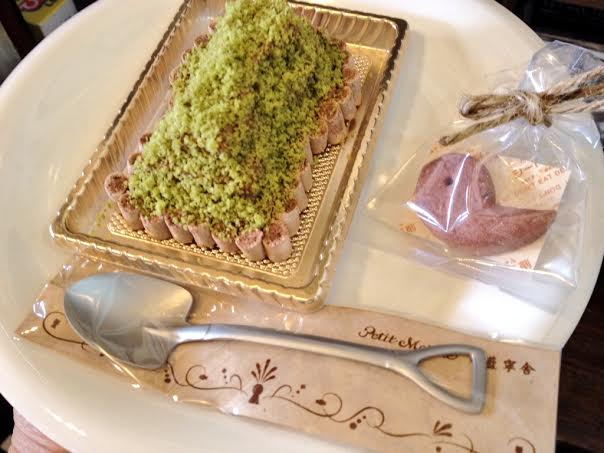 正倉院展期間中限定で平日も古墳ケーキ販売します!_a0107782_233485.jpg