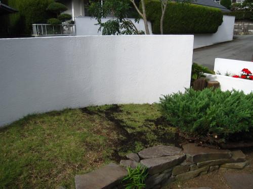 お庭の工事、残すは石貼りのみに。_e0350927_13475249.jpg