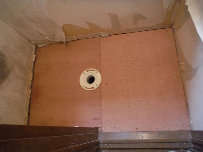 トイレ工事 ~ 床づくり_d0165368_2332558.jpg