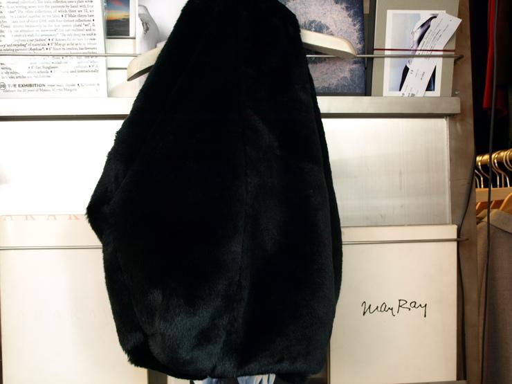 街中で皆が撫でに来そうなNARUMI TAKIZAWAフェイクファーのバッグ_e0122680_16184917.jpg