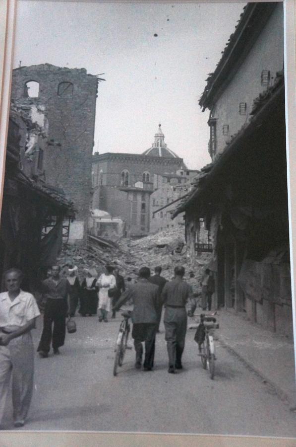 古いフィレンツェの白黒写真_f0106597_16352784.jpg