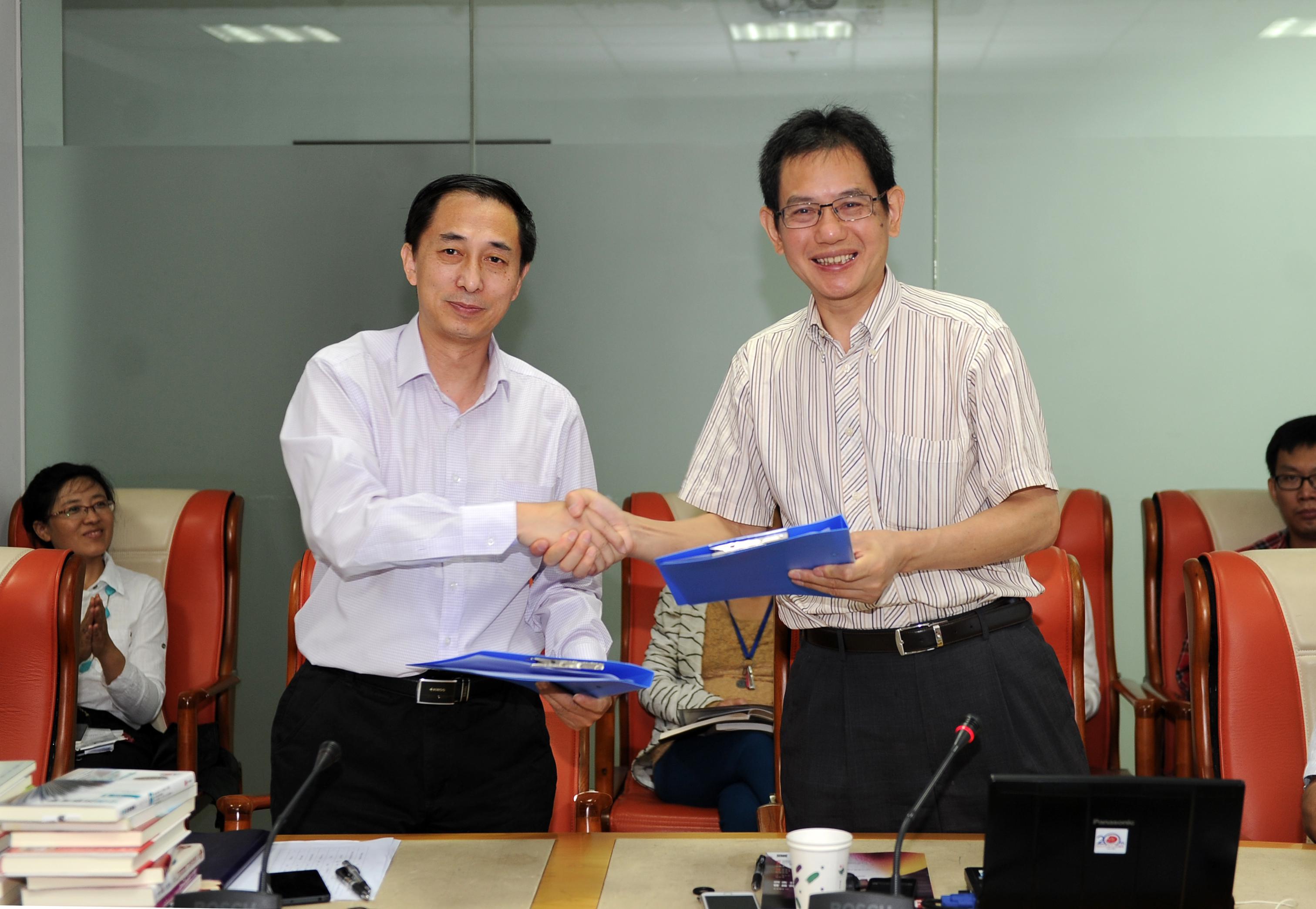 中国书籍出版社与日本侨报出版社达成战略合作_d0027795_16113022.jpg