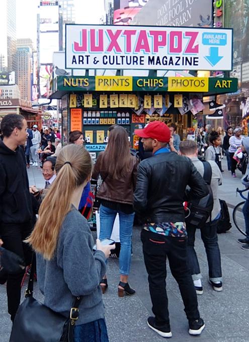 NYのタイムズ・スクエアに昔ながらのレトロなニュース・スタンドのアート作品、登場中_b0007805_19385624.jpg