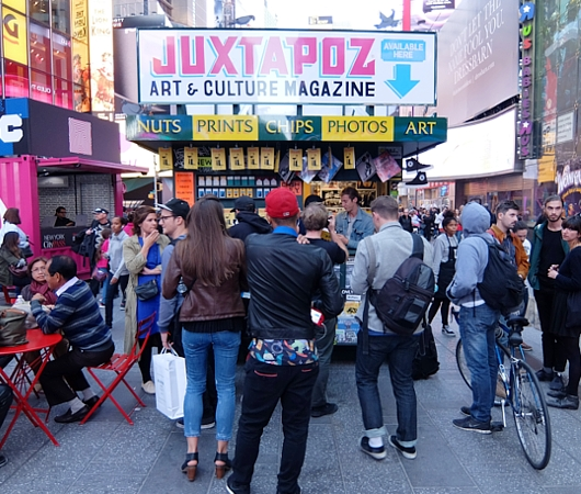 NYのタイムズ・スクエアに昔ながらのレトロなニュース・スタンドのアート作品、登場中_b0007805_1940695.jpg