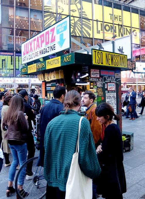 NYのタイムズ・スクエアに昔ながらのレトロなニュース・スタンドのアート作品、登場中_b0007805_19432012.jpg