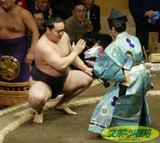 大相撲も超絶反日組織だったのかいナ!?:朝青龍、懸賞金で大事業家になっていた!?_e0171614_12352174.jpg